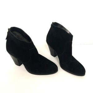Tesori Suede Stacked Heel Ankle Booties Size 4.5